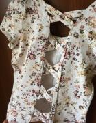 Tshirt koszulka w kwiaty bershka