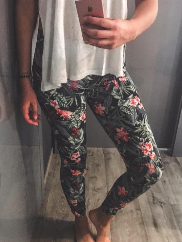 3 RZECZ GRATIS legginsy z zipami w kwiaty Bershka M 38...