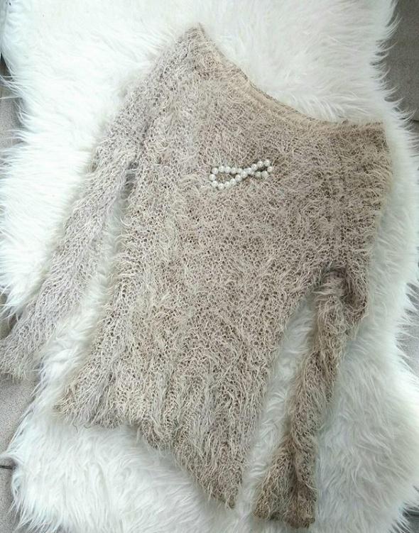 sweter beżowy włochaty r S