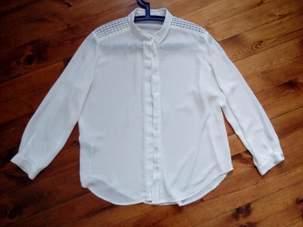 Koszula z koronkowym kołnierzem 42