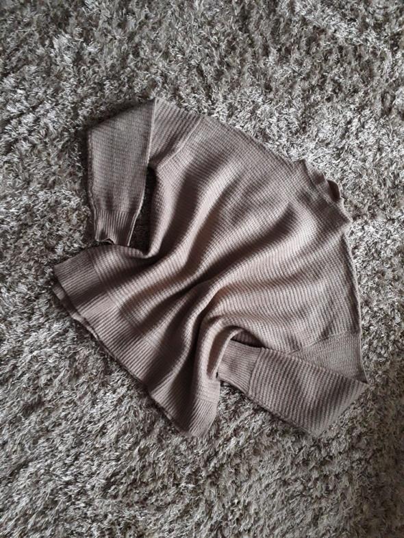 Beżowy sweterek oversize New Yorker 38