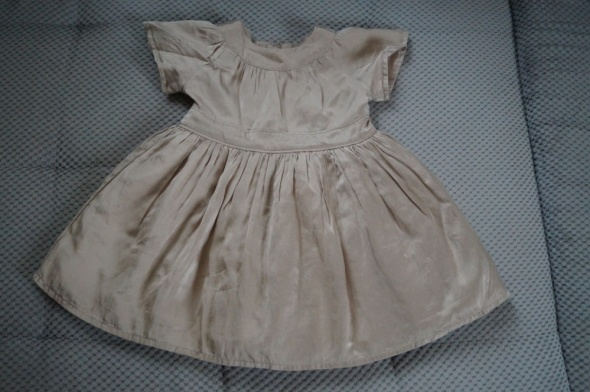 satynowa sukieneczka 6 12 mcy
