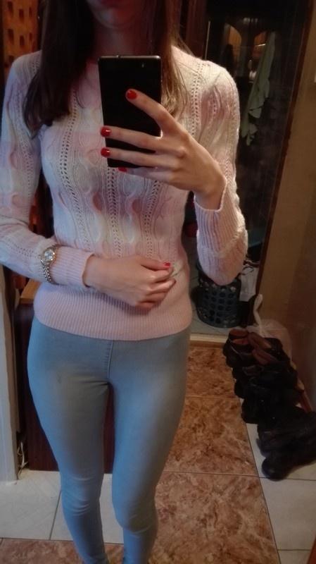 Różowo biały sweter