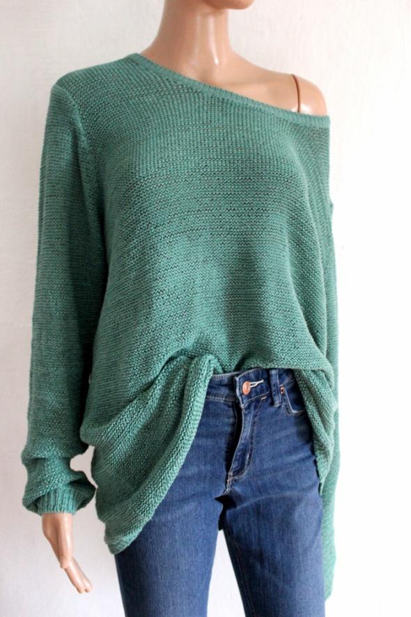 Zielony długi sweter nie włóczkowy r uniwersalny