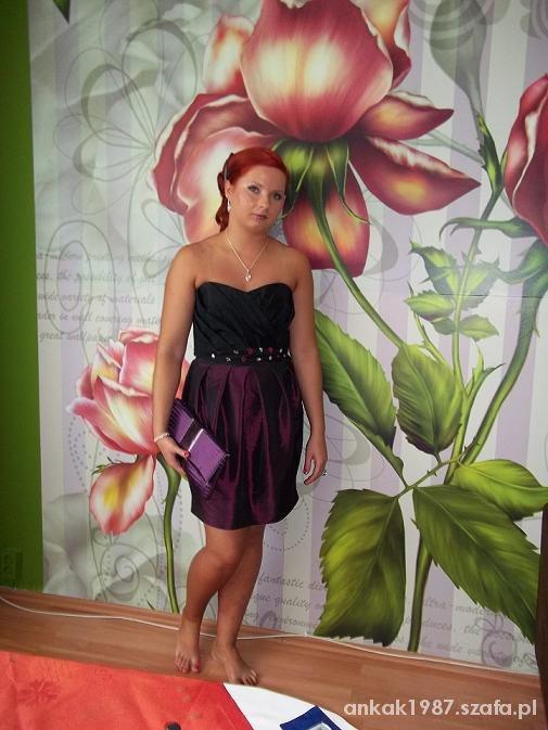 mała czarno fioletowa sukienka z cekinami