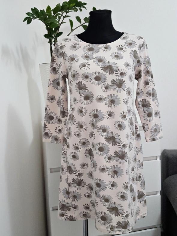 beżowa bawełniana sukienka w kwiaty