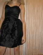 Klasyczna czarna sukienka...