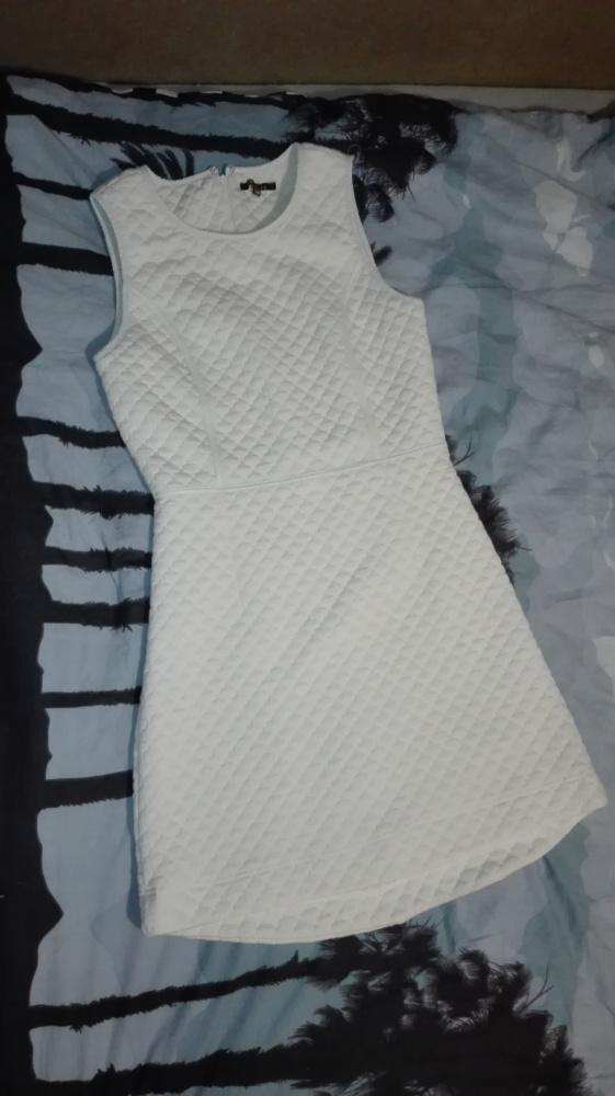 Biała pikowana sukienka