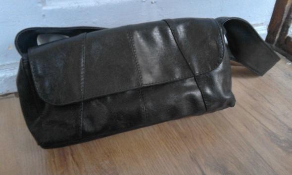 czarna torebka jak nowa