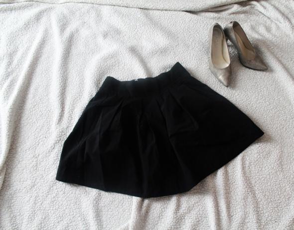 Rozkloszowana spódnica z zipem Bik Bok