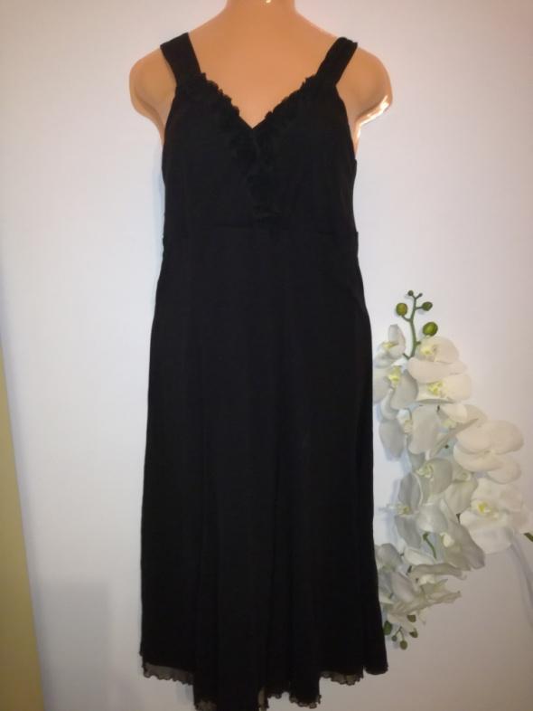 Sukienka BLIS rozmiar 40 dekolt ozdobiony różyczkami