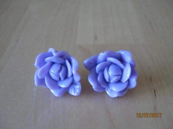 Liliowe kokardki