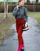 Rude spodnie i różowe botki...