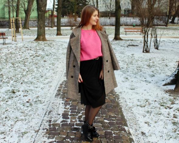 Tiulowa spódnica zimą