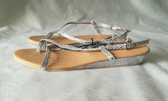 Amisu srebrne sandały japonki 40...