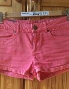 Łososiowe szorty jeansowe...