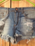 Poszarpane jeansowe szorty wyższy stan...