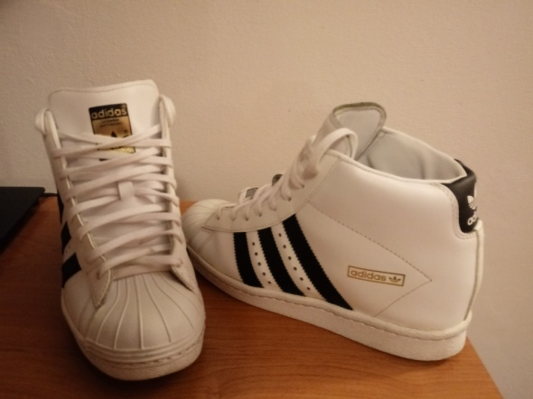Adidas superstar up...