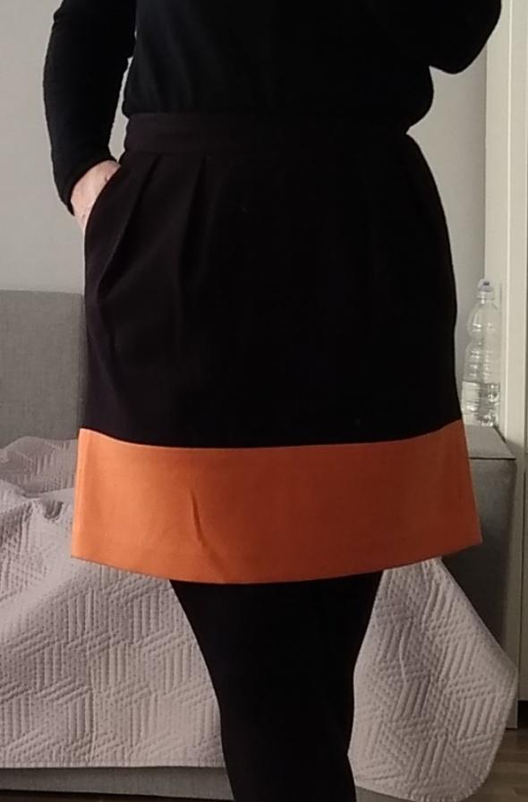 Spódnica czarna z pomarańczowym dołem reserved xs