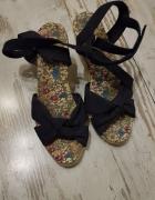 Granatowe sandały...