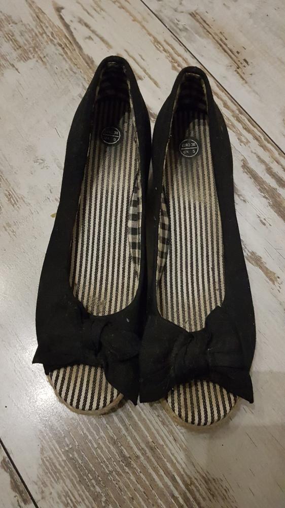 Czarne koturny z materiału