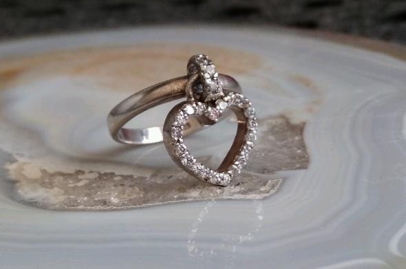 srebrny pierścionek WKruk ruchome serce...