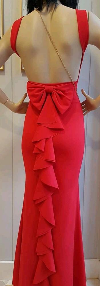 Czerwona długa suknia