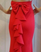 Czerwona długa suknia...