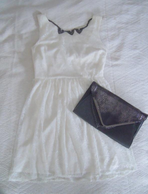 koronkowa sukienka z kokardą...