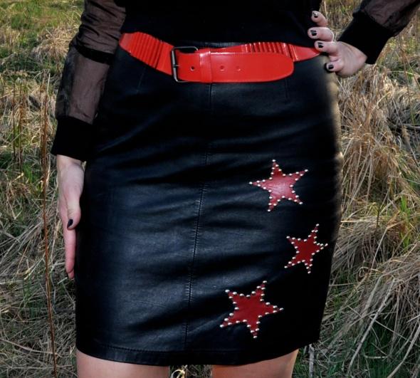 Spódnice czarna skórzana spódnica z gwiazdami