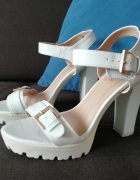 Białe sandały...