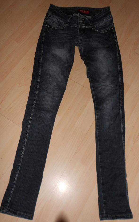 granatowe jeansy slim...