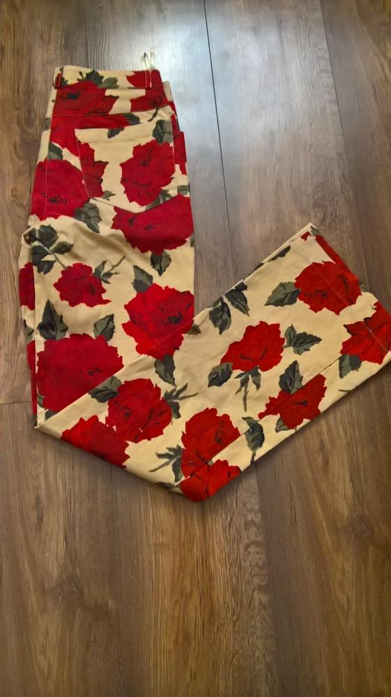Proste spodnie w kwiaty