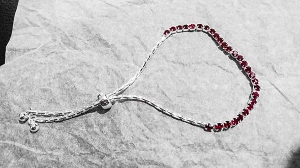 Srebrna bransoletka z czerwonymi oczkami diamencikami bransoleta