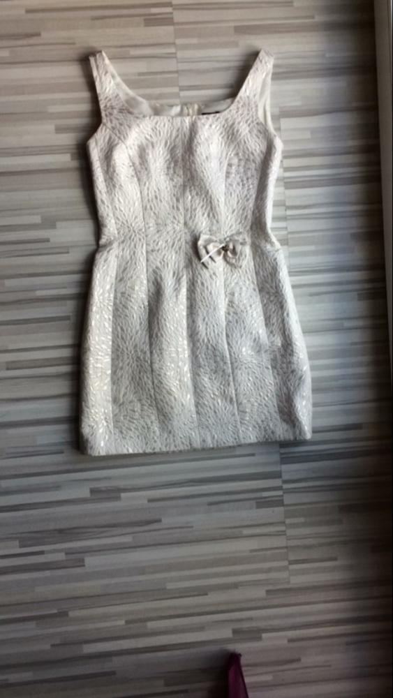 Piękna sukienka z Tłoczonym wzorem