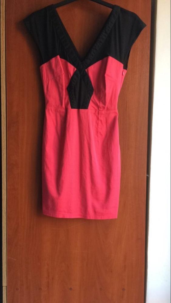 Malinowa sukienka z dodatkami siatki Asos