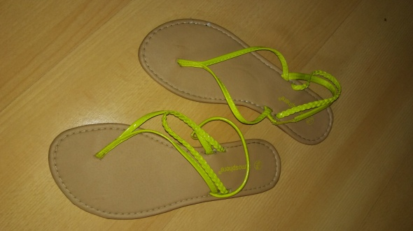 Neonowe sandały...