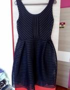 Elegancka czarna sukienka ze złotym zamkiem s...