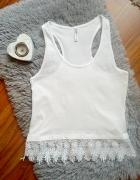 Biała bluzka cropp koronka...