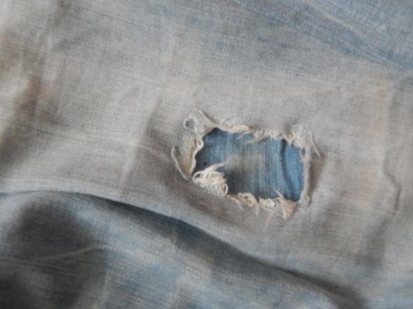 Spodnie jasne jeansy z łatami