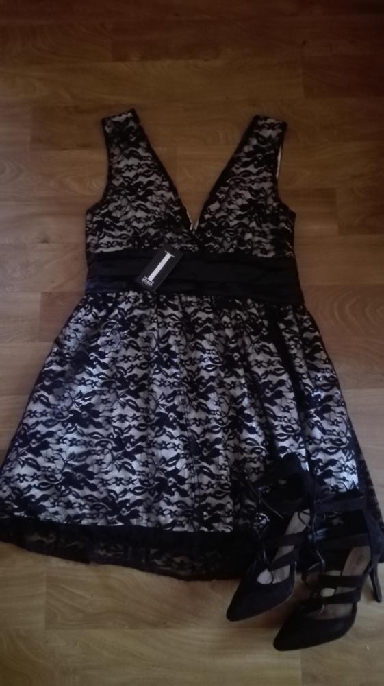 Koronkowa sukienka Izabel London