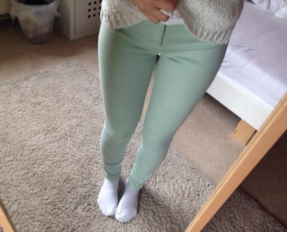 Miętowe spodnie Zara