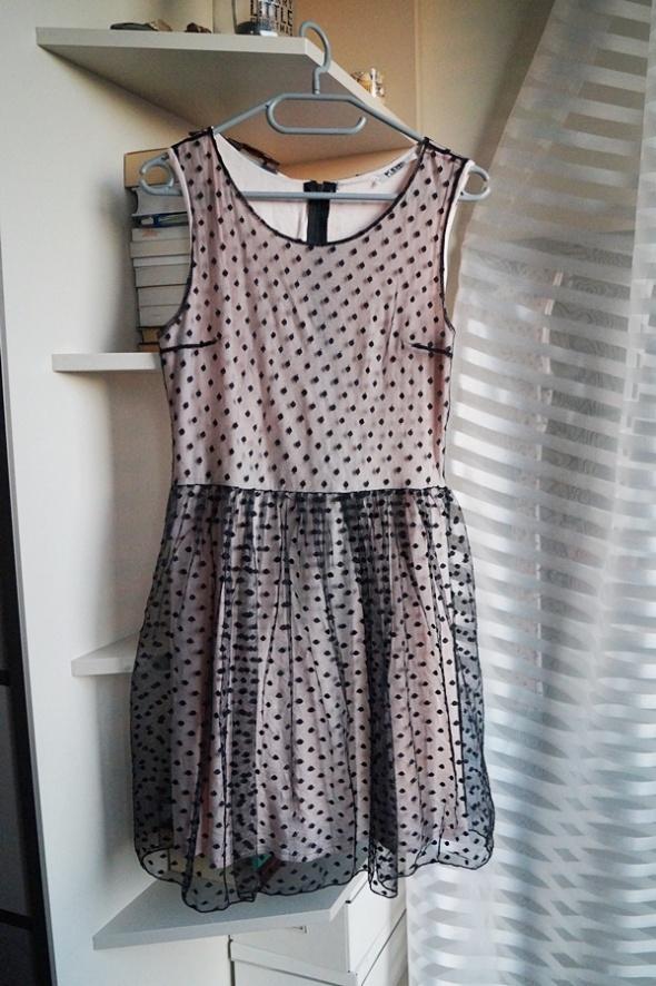 Pudrowa sukienka w groszki KDK London S