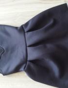 Rozkloszowana sukienka piankowa z koronką na dole