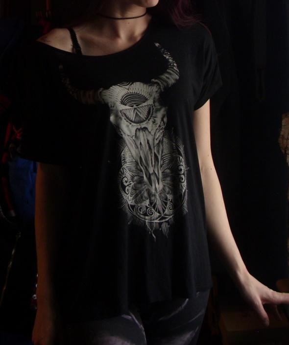 Czarna bluzka z czaszką bawoła poroże boho bluzka opadająca na ramieniu oversize