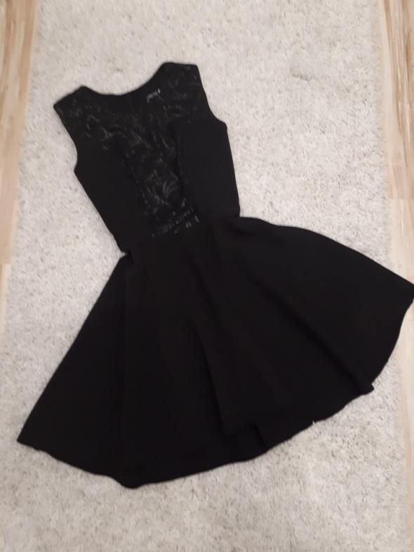 sukienka mała czarna rozkloszowana