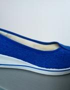 Koronkowe chabrowe buty na gumowej podeszwie...