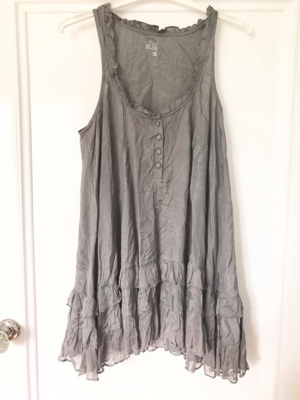 Szara sukienko tunika z falbanami...
