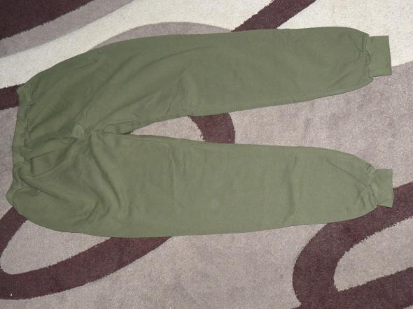Nowe spodnie od dresu 104 185