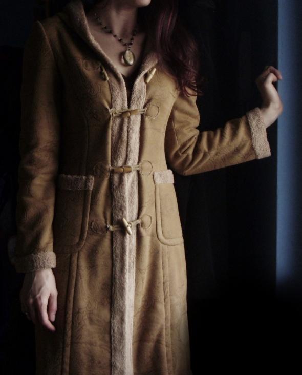 Płaszczyk przejściówka tłoczone wzory kożuszek vintage folk